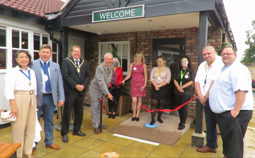 Mayor opening Rosewood Pub